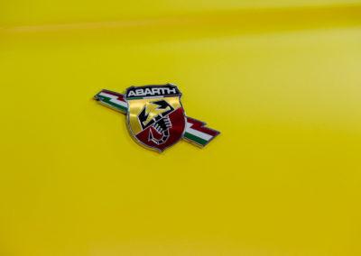 Particolare carrozzeria 595 Abarth CC con wrapping giallo