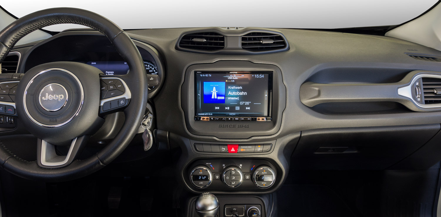 jeep renegade cruscotto con sistema multimediale Alpine da 8